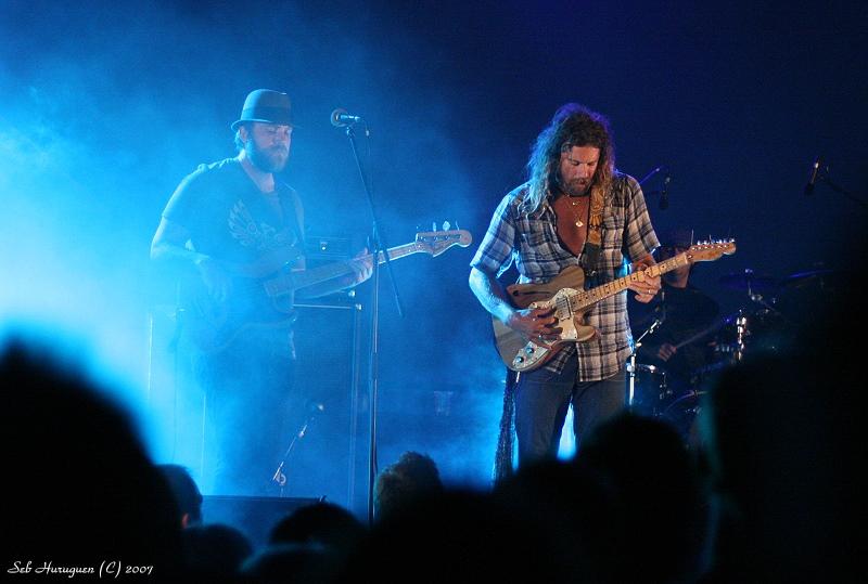 Donavon Frankenreiter en concert dans le sud ouest de la France sur la place des landais à Hossegor devant le rockfood