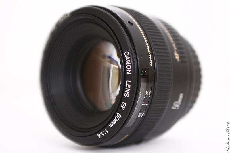 Canon EF 50mm f1.4 USM sur fond blanc